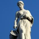 A Néprajzi Múzeum attikájának allegorikus szobrai: Építészet (12.)