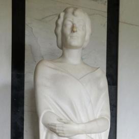 Gróf Károlyi Imréné mellszobra