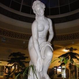 Fürdőző nő