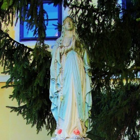 Lourdes-i Szűz Mária szobra