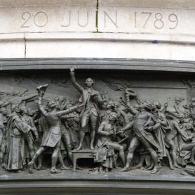 Domborművek a Köztársaság-emlékművön