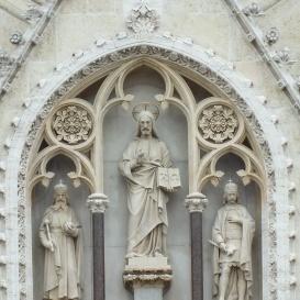 Szent István és Szent László király szobra a zágrábi Mária mennybemenetele-templom homlokzatán