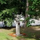 Jókai Mór szobra