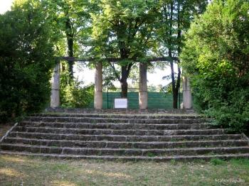 Első Magyar kőszínház-emlékmű
