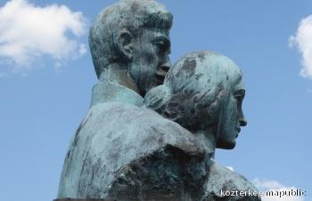 Petőfi Sándor és Szendrey Júlia mellszobra