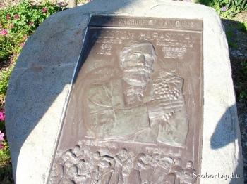 Haraszthy Ágoston emlékműve