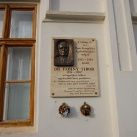 Dr. Fabiny Tibor domborműves emléktáblája