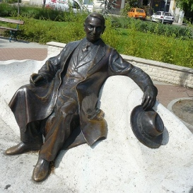 Móra Ferenc szobra