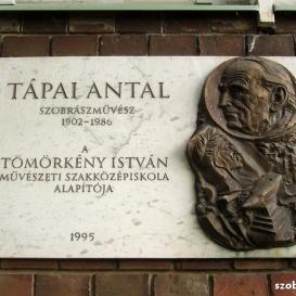 Tápai Antal domborműves emléktábla