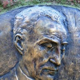 Igmándy Zoltán dr. emlékoszlop