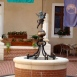 Puttó delfinnel-szobor