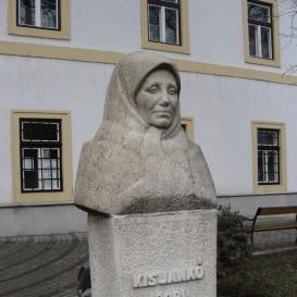 Kis Jankó Bori mellszobra