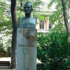 Kazinczy Ferenc-mellszobor