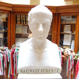Kazinczy Ferenc márvány mellszobra