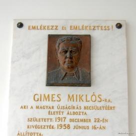 Gimes Miklós domborműves emléktáblája