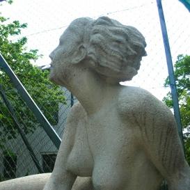 Fekvő nő