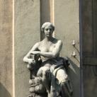 Kereskedelmi és Iparkamara szobrai