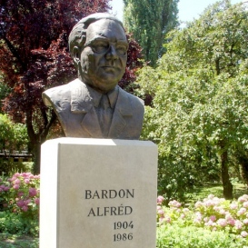 Bardon Alfréd-mellszobor