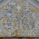 A csetneki városháza homlokzati díszítése