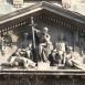 A bírósági tárgyalás-szoborkompozíció
