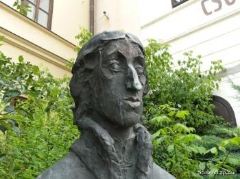 Csokonai Vitéz Mihály szobra