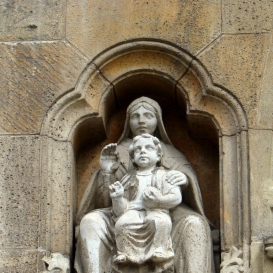 A Jáki templom másolatának szobrai
