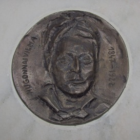 Hugonnai Vilma-emléktábla