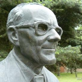 Dr. Zorkóczy Béla szobra
