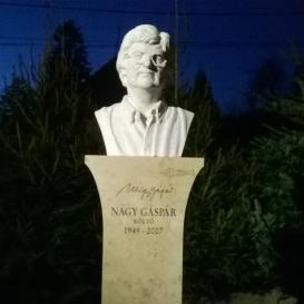 Nagy Gáspár költő szobra