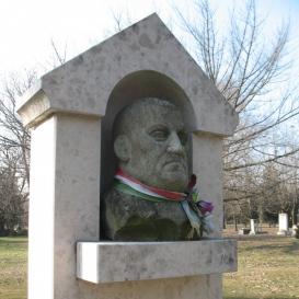 Szabó Dezső síremléke