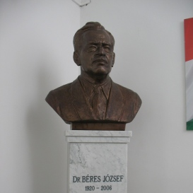 Dr. Béres József mellszobra