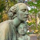 Édesanyánk síremléke