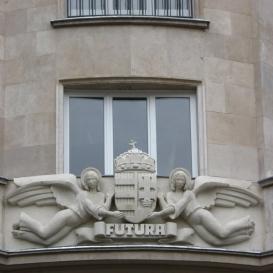 Az egykori Futura Rt. irodaházának díszítménye