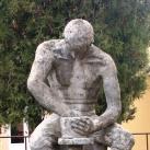 Korongozó fazekas-szobor