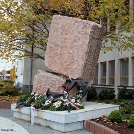 A diktatúrák áldozatainak emlékműve