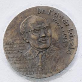 Dr. Kádár László emlékplakett
