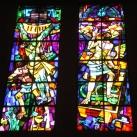 A Merici Szent Angéla-plébánia üvegablakai
