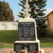 I. és II. világháborús emlékmű és Országzászló