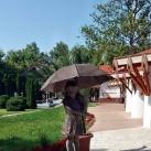 Esernyős kislány