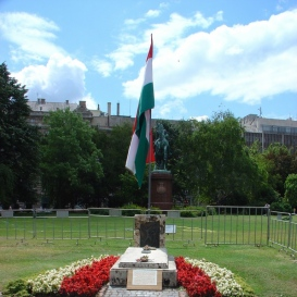 Az 1956. október 25-i sortűz áldozatainak emlékműve