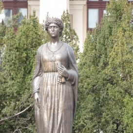 Mária királyné-szobor