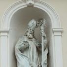 A Szent Miklós-templom homlokzatának szobrai