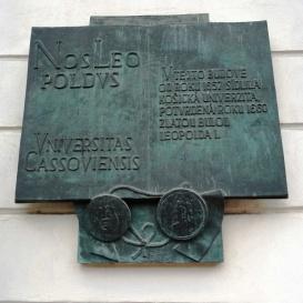 A Kassai Egyetem alapításának évfordulós emléktáblája