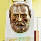 Knézich Károly fejszobra