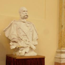 Ferenc József-mellszobor