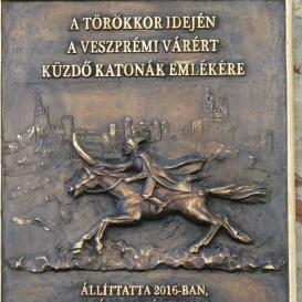 A török kor idején a veszprémi várért küzdő katonák emlékére