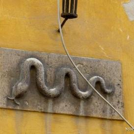 Kígyó-dombormű