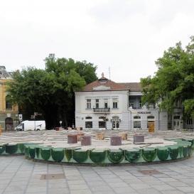 Zsolnay borítású zöld szökőkút