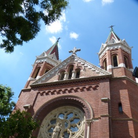 Jézus Szíve jezsuita templom szobordíszei