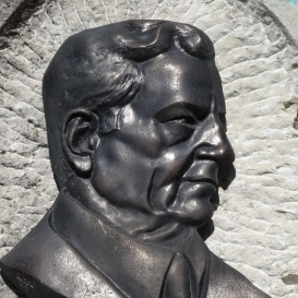 Bay Zoltán-emlékkő